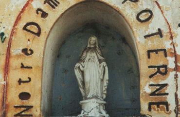 visite-guidee-senlis-Rue-de-la-Poterne-Statue-Notre-Dame